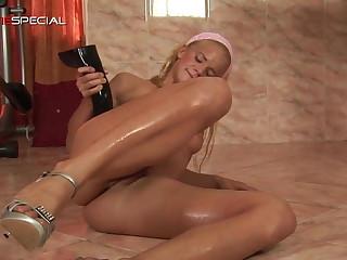 Teen big dildo anal