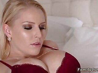 Slut in stocking takes thick bushwa