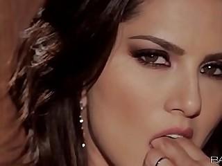 Sunny Leone solo video