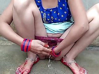 Best Newly Married Bhabhi no1 pissing outside Xxx Video
